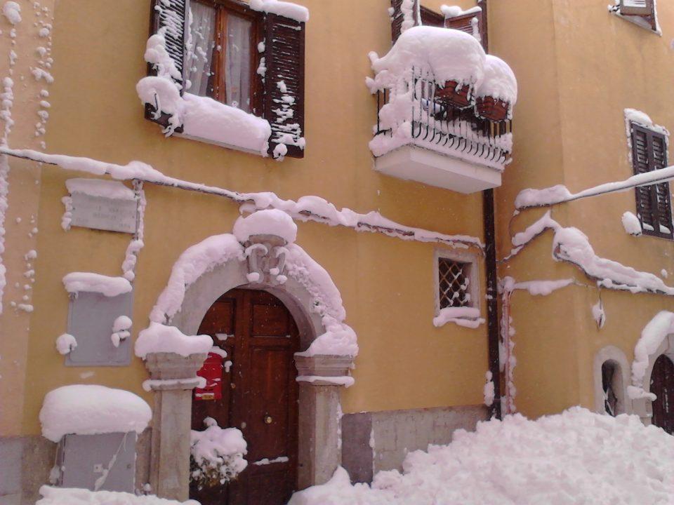 Entrata BB Sant'Elena Sannita con neve