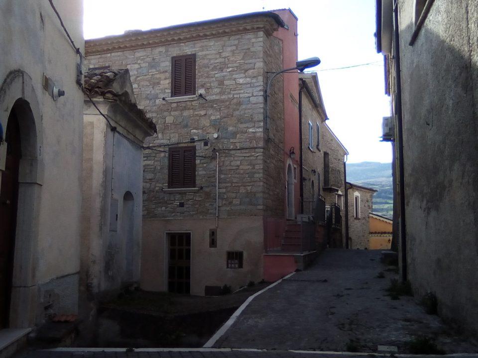 Sant'Elena Sannita, strada centro storico
